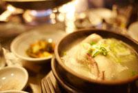 韓国のスープのサムゲタン