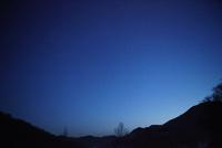 山と天の川の星空の美しい夜景