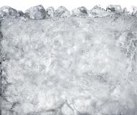 氷の入った炭酸水