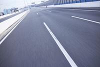 高速道路の道 10132109858| 写真素材・ストックフォト・画像・イラスト素材|アマナイメージズ