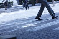 ビジネスマンの通勤風景 10132111301| 写真素材・ストックフォト・画像・イラスト素材|アマナイメージズ