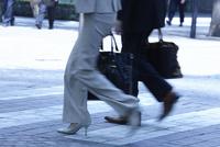 ビジネスパーソンの通勤風景 10132111316| 写真素材・ストックフォト・画像・イラスト素材|アマナイメージズ