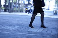 ビジネスパーソンの通勤風景 10132111334| 写真素材・ストックフォト・画像・イラスト素材|アマナイメージズ