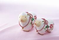 羊の和の人形とお正月の小物
