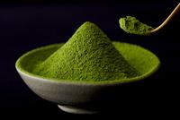 器に入った抹茶の粉 10132112982| 写真素材・ストックフォト・画像・イラスト素材|アマナイメージズ