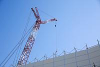 工事現場のクレーン 10132113421| 写真素材・ストックフォト・画像・イラスト素材|アマナイメージズ