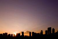 夕暮れの汐留ビル群 10134001871| 写真素材・ストックフォト・画像・イラスト素材|アマナイメージズ
