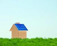 家とソーラーパネル