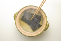 土鍋と昆布と箸
