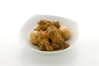鶏手羽とゆで卵 10137008166| 写真素材・ストックフォト・画像・イラスト素材|アマナイメージズ