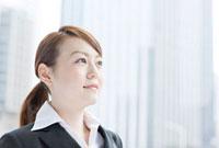 オフィス街で働く日本人女性