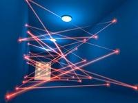 レーザー光が行き交う監視通路