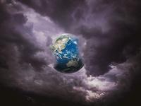 暗雲の中の地球 10143009940| 写真素材・ストックフォト・画像・イラスト素材|アマナイメージズ