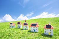 太陽光発電ソーラーパネル付の家のクラフト
