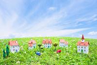 家と車と樹木のクラフト 10146003233| 写真素材・ストックフォト・画像・イラスト素材|アマナイメージズ