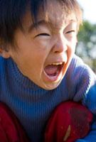 叫ぶ男の子 10154000062| 写真素材・ストックフォト・画像・イラスト素材|アマナイメージズ