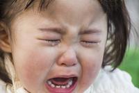 泣く女の子 10154001985| 写真素材・ストックフォト・画像・イラスト素材|アマナイメージズ