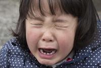 泣く女の子アップ 10154002648| 写真素材・ストックフォト・画像・イラスト素材|アマナイメージズ