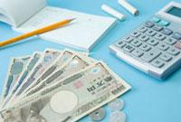 現金と電卓と伝票