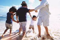 波打ち際の子供たち ハワイ