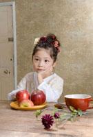リンゴと5歳の女の子