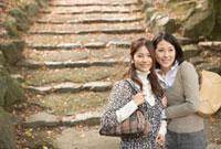 散策する女性2人