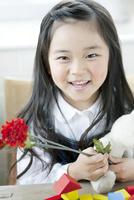 笑顔の7歳の少女
