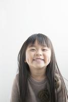笑顔の7歳女の子