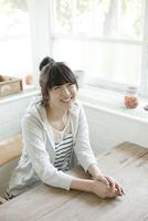 ブレイクタイムの10代女子大生 10161012236  写真素材・ストックフォト・画像・イラスト素材 アマナイメージズ