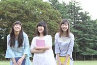笑顔の女学生3人