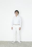 笑顔の60代の男性 10161014536  写真素材・ストックフォト・画像・イラスト素材 アマナイメージズ