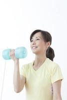 運動をする50代の女性
