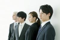 複数のビジネスマン 10161015638| 写真素材・ストックフォト・画像・イラスト素材|アマナイメージズ