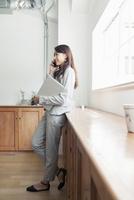 20代女性ビジネスイメージ 10161017064| 写真素材・ストックフォト・画像・イラスト素材|アマナイメージズ
