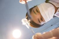 マスクをした30代女性歯医者