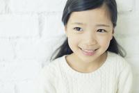 笑顔の可愛い女の子 10161018952| 写真素材・ストックフォト・画像・イラスト素材|アマナイメージズ