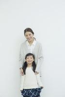 笑顔の仲良し親子ポートレート 10161019154| 写真素材・ストックフォト・画像・イラスト素材|アマナイメージズ