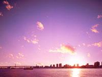 レインボーブリッジと東京港の夕日