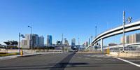 首都高速とゆりかもめと東京臨海副都心のビル群