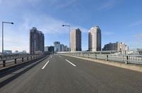 のぞみ橋と臨海副都心のビル群とゆりかもめ