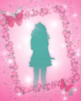 蝶々とバラフレームと女の子のシルエット 10169000806| 写真素材・ストックフォト・画像・イラスト素材|アマナイメージズ