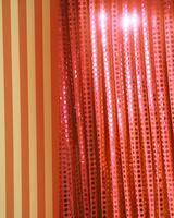 オレンジ色のカーテン 10169001733| 写真素材・ストックフォト・画像・イラスト素材|アマナイメージズ