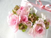 プレゼント箱とバラ