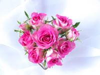 ハート型のバラの花束