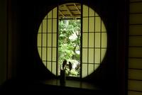 茶室の丸窓