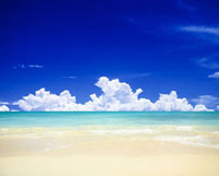 ビーチと雲