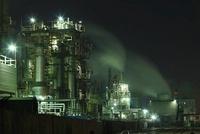 夜の工業地帯のコンビナート