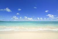 ノースショアの砂浜と波と海と雲