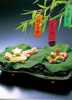 七夕飾りと料理 10173000861| 写真素材・ストックフォト・画像・イラスト素材|アマナイメージズ
