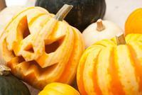 木箱に入ったハロウィンかぼちゃ達